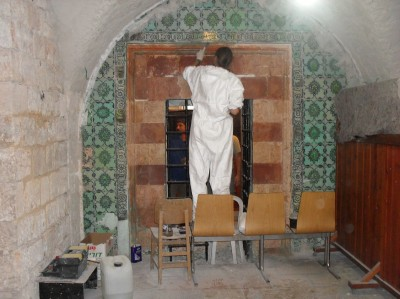 """שיפוצים במתחם """"קבר דוד"""" חשיפת אלבאק בכניסה ואריחי קרמיקה מקוריים"""